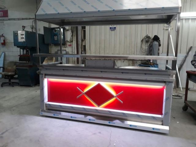 Çift tepsili tantuni tezgahı dogalgazlı ce belgeli paslanmaz kromdan imalat 240*85*95 ölçülerinde kırmızı renk ön dekorlu led aydınlatmalı  servis ve paket raflı